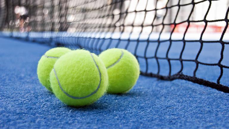 Quais as diferenças entre as bolas de ténis e de padel